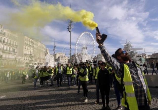 afp-francuska-suspendovala-odluku-o-povecanju-poreza-na-gorivo