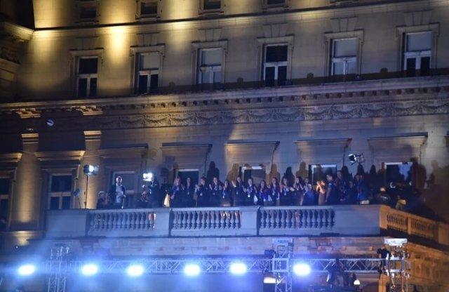 odbojkasice-na-balkonu-vidimo-se-ovde-i-posle-zlata-u-tokiju