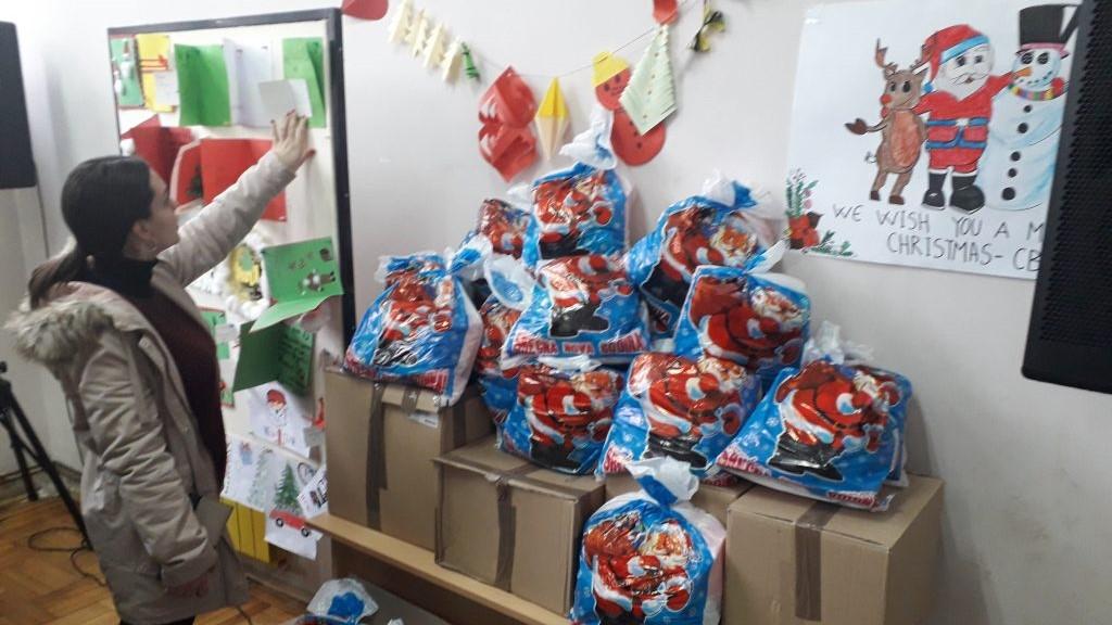 mitrovica-paketici-za-ucenike-soso-kosovski-bozur