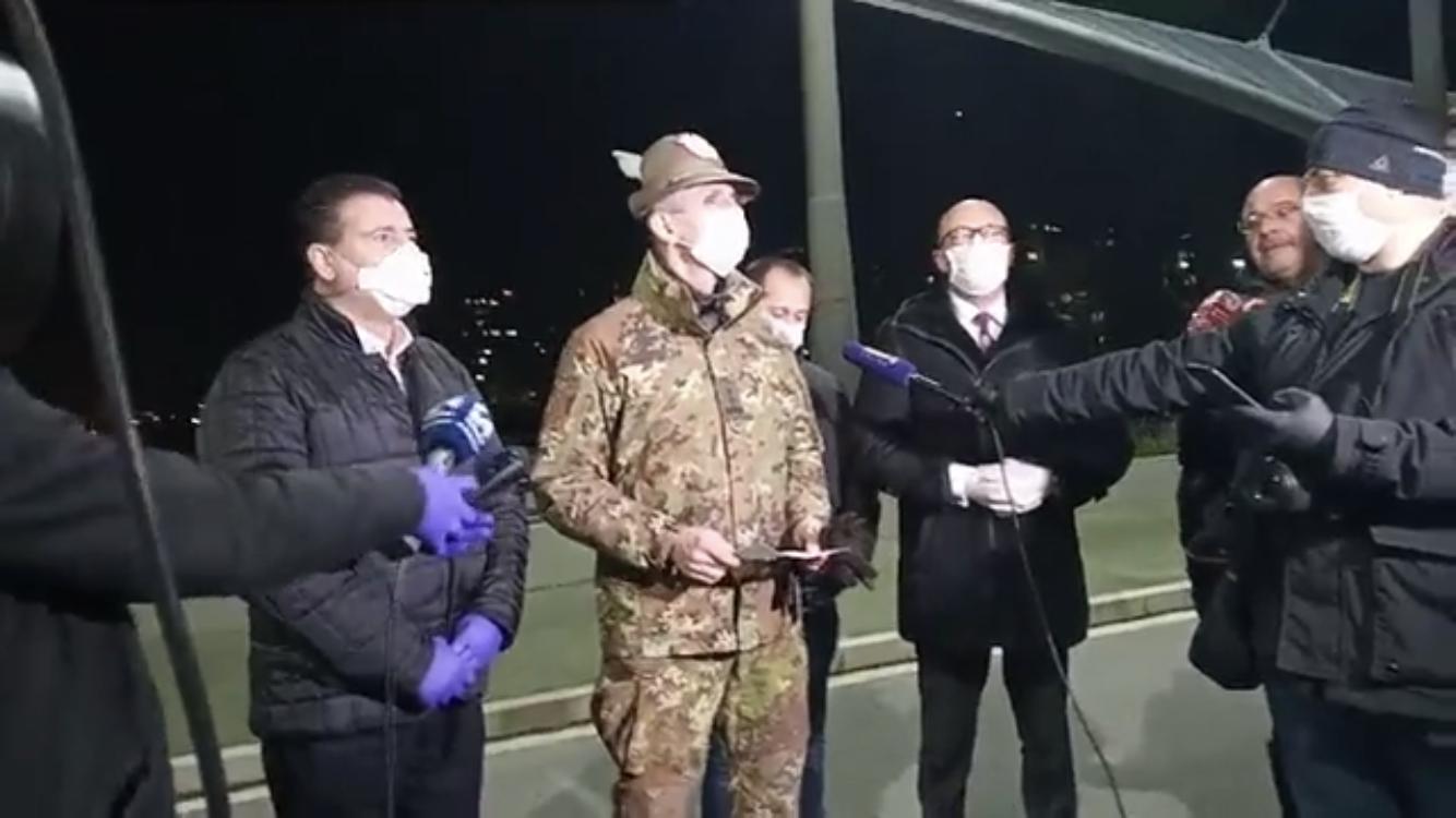 kosovska-mitrovica-bahtiri-i-rakic-na-ibarskom-mostu-sa-generalom-kfor-a