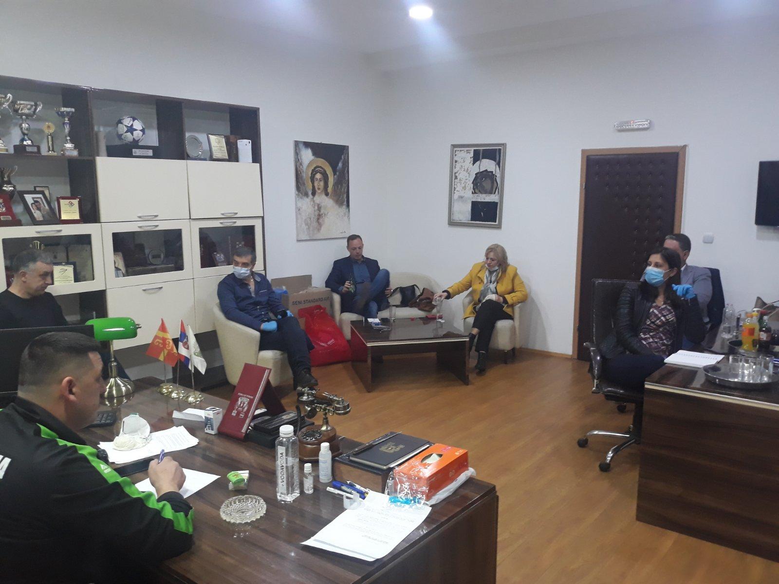 profesori-medicinskog-fakulteta-deo-tima-u-kbc-kosovska-mitrovica