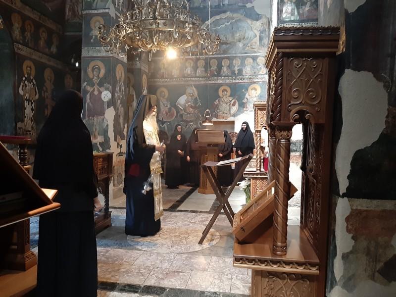vladika-teodosije-osudio-hapsenje-episkopa-joanikija-i-svestenika-molebani-u-svim-manastirima-eparhije