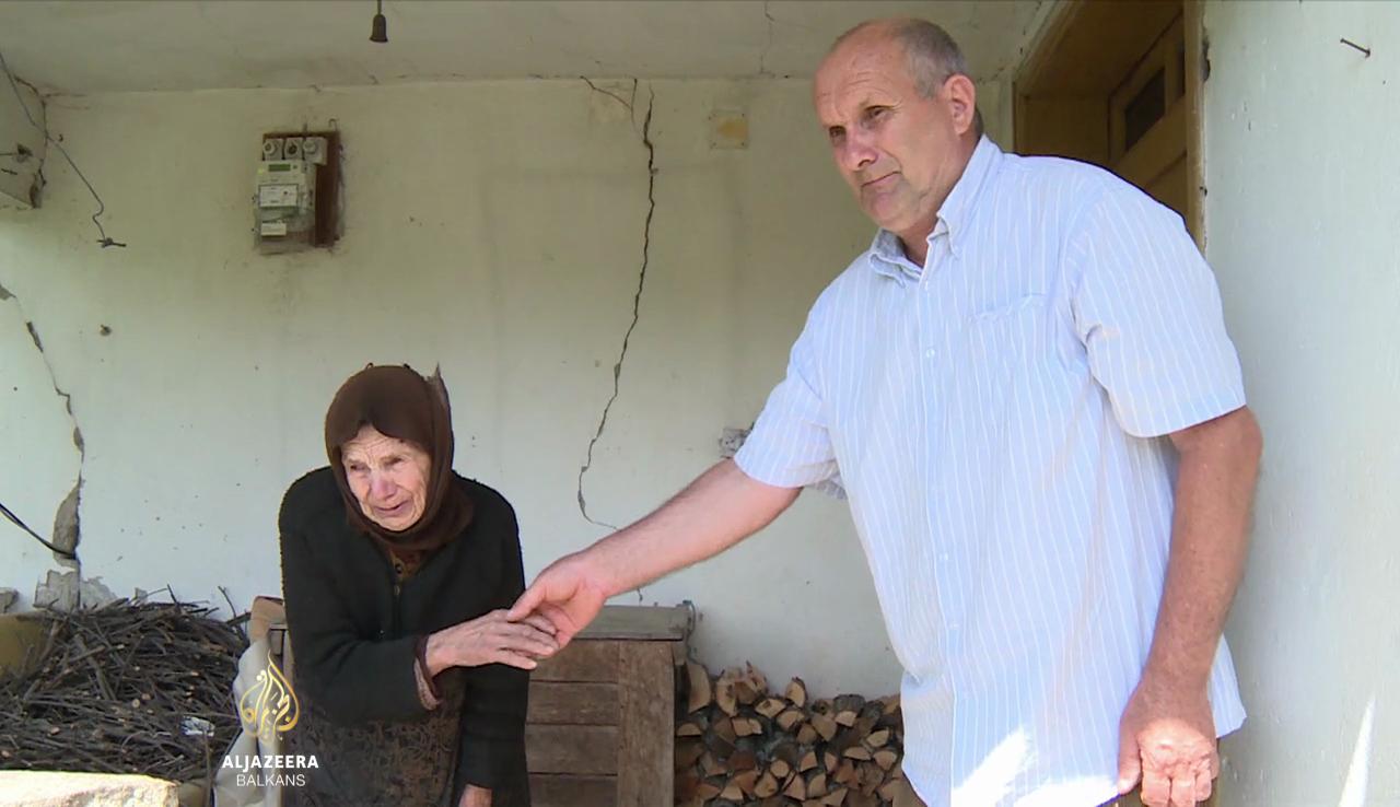 fadil-donosi-hranu-92-godisnjoj-vladici-jedinoj-stanovnici-sela