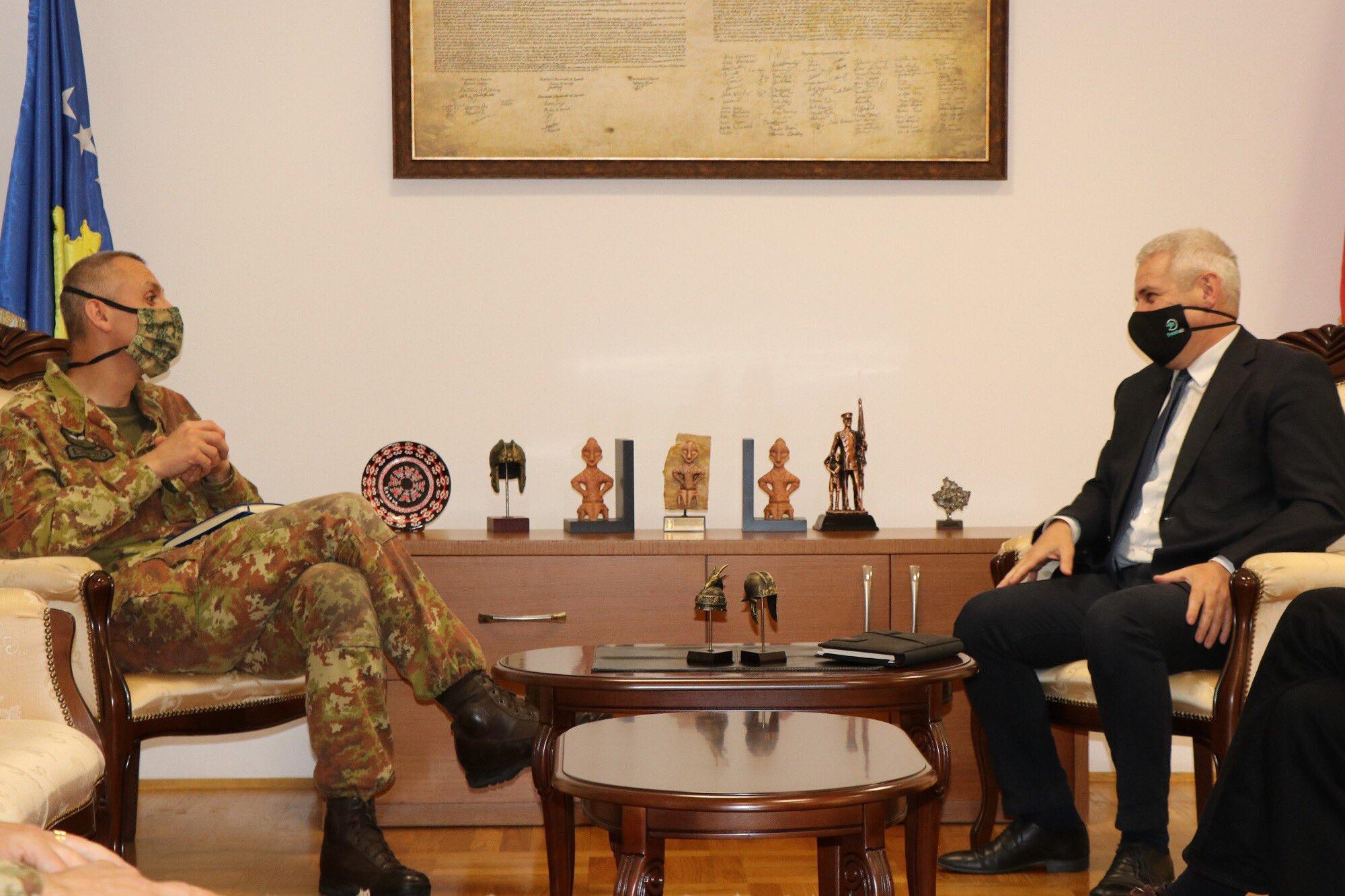 komandant-kfor-a-i-vd-kosovskog-ministra-unutrasnjih-poslova-o-pandemiji-i-bezbednosnoj-situaciji