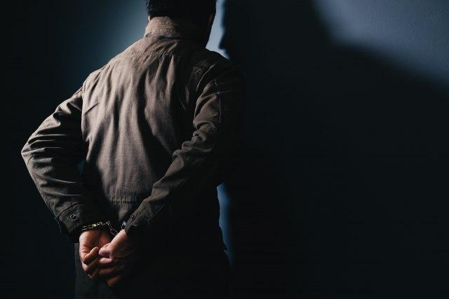 vozac-sa-kosova-uhapsen-dok-je-krijumcario-113-migranata-kroz-severnu-makedoniju
