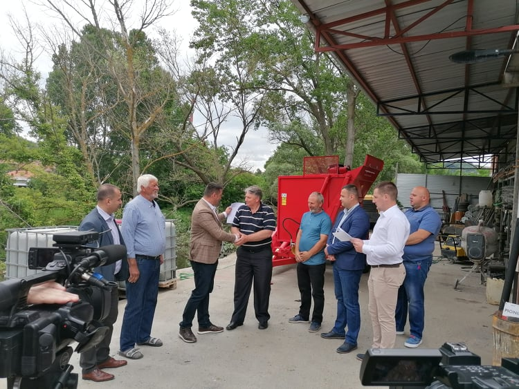 mehanizacija-za-poljoprivrednike-iz-suvog-dola