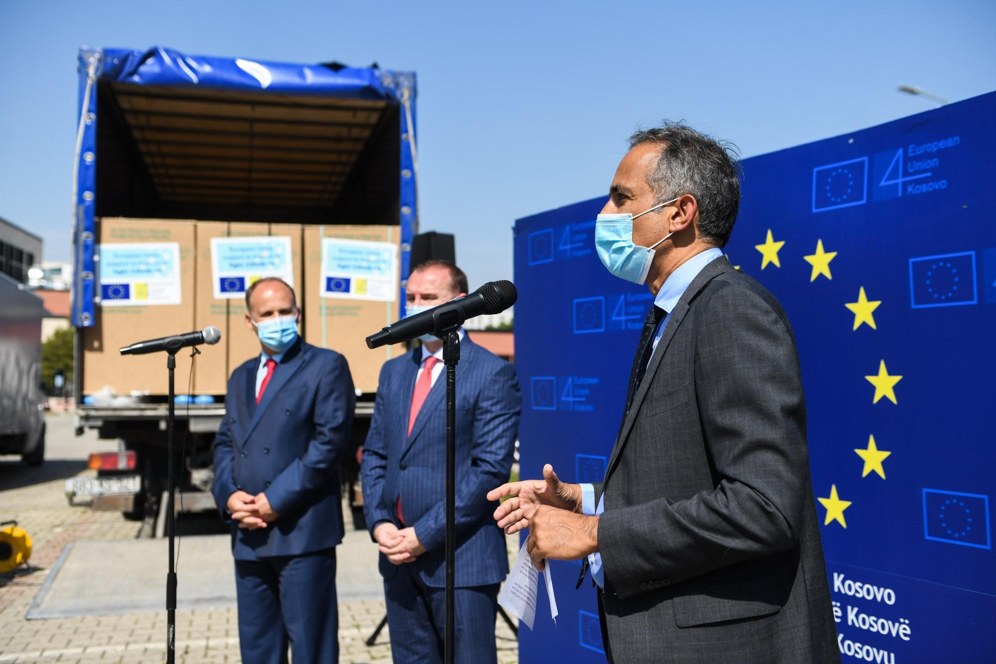 eu-isporucila-pomoc-vrednu-900-hiljada-evra-za-suzbijanje-pandemije-kovida-19-na-kosovu
