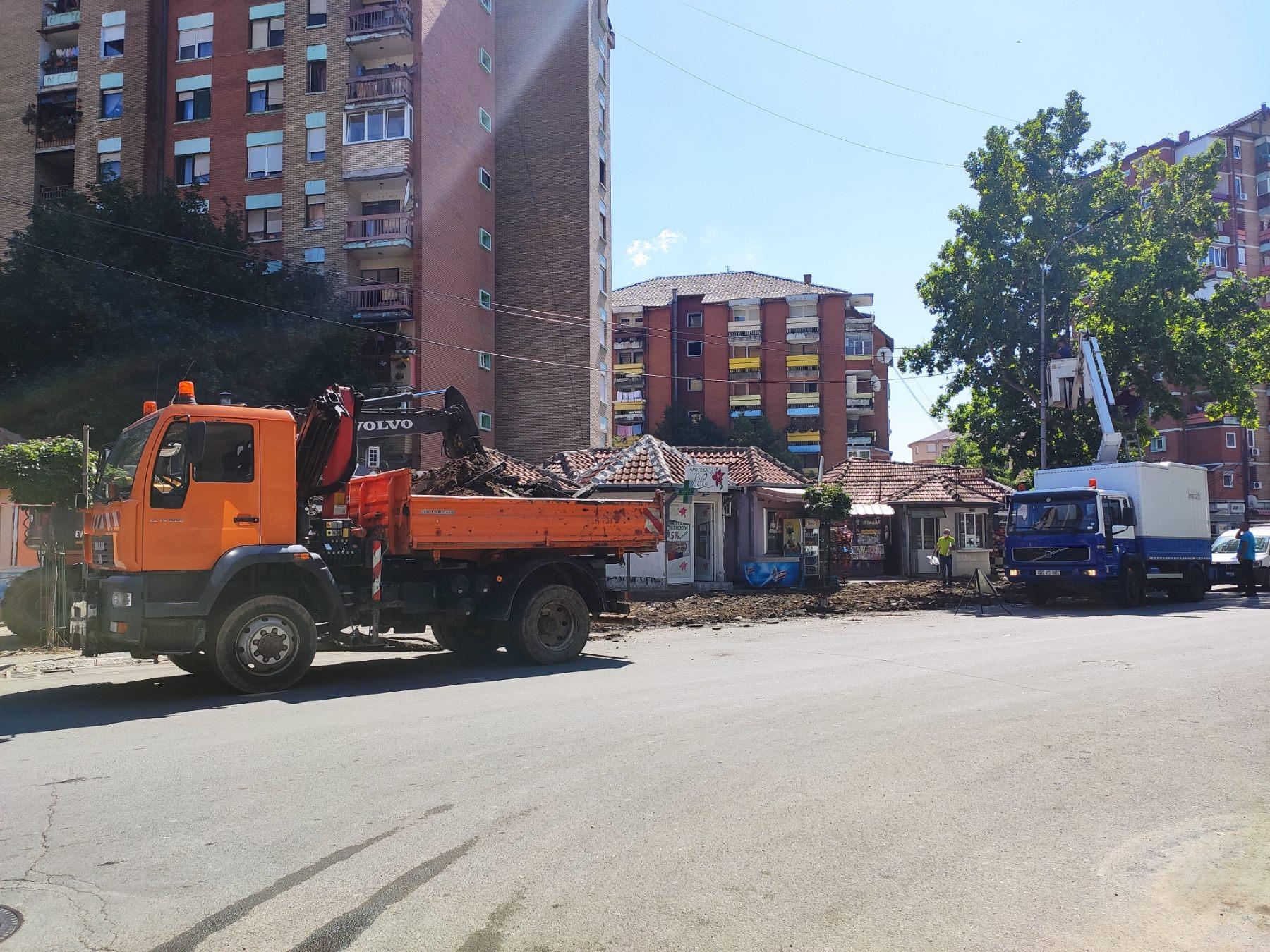 pocelo-uredivanja-trotoara-u-kosovskoj-mitrovici