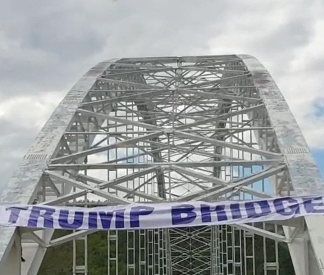 nad-gazivodama-trampov-most-srbi-se-zahvaljuju-sto-je-doneo-mir