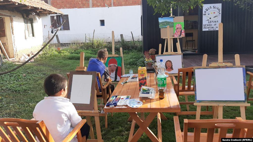 deca-iz-srpske-romske-i-albanske-zajednice-crtaju-u-lepini-kraj-pristine