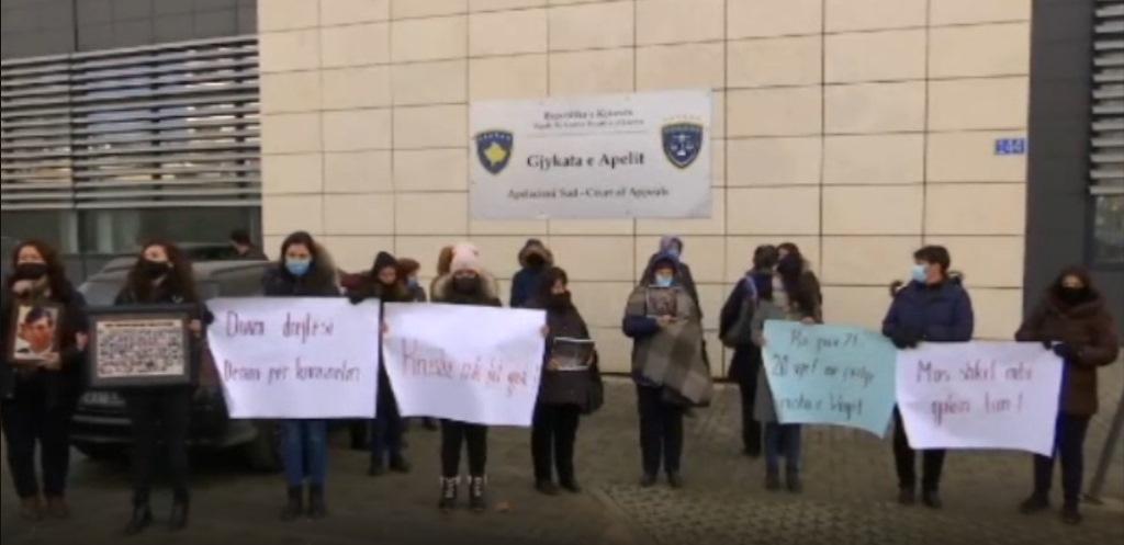 protest-zbog-smanjenja-kazne-darku-tasicu-osudenom-za-stradanje-albanaca-u-maloj-krusi