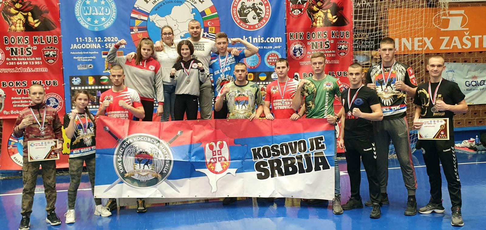 kik-boks-klub-kosovska-mitrovica-okitio-se-sa-11-medalja-na-balkans-best-fighters-turniru