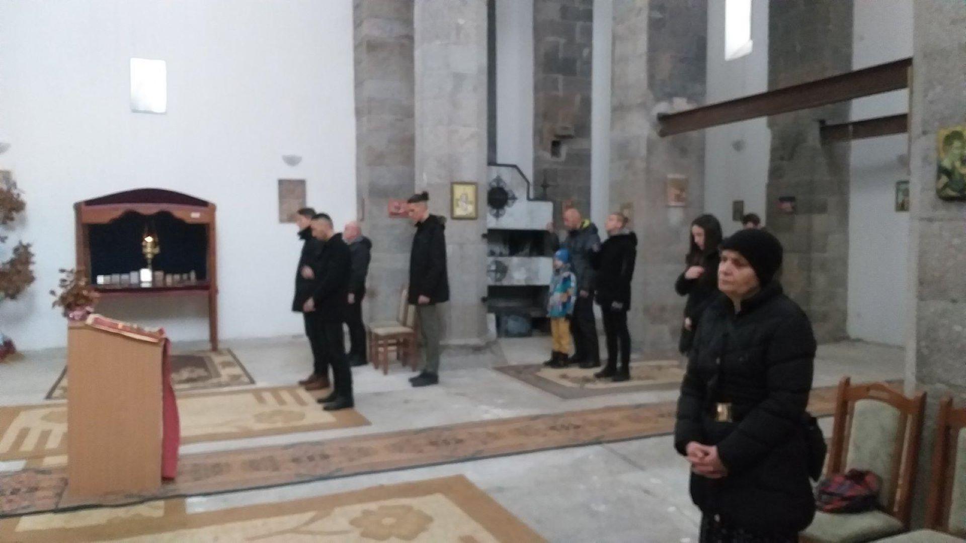 bozicna-liturgija-u-hramu-svetog-save-u-juznom-delu-mitrovice