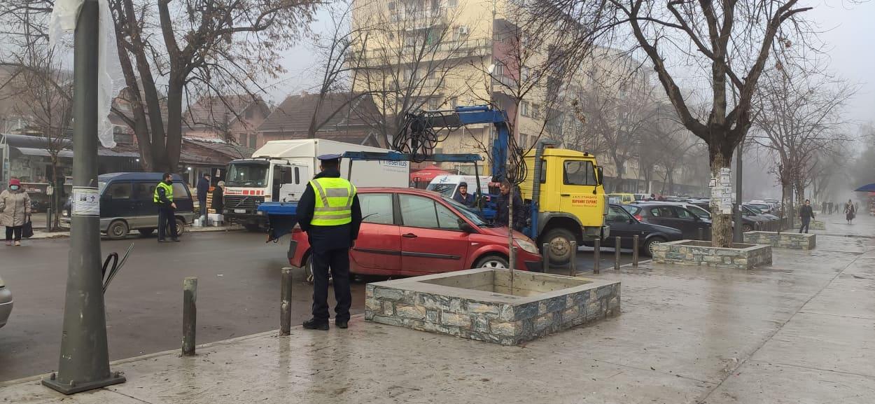 sevena-mitrovica-pred-kraj-godine-75-kazni-zbog-nepropisnog-parkiranja-nedovoljno-parking-mesta-selektivno-kaznjavanje