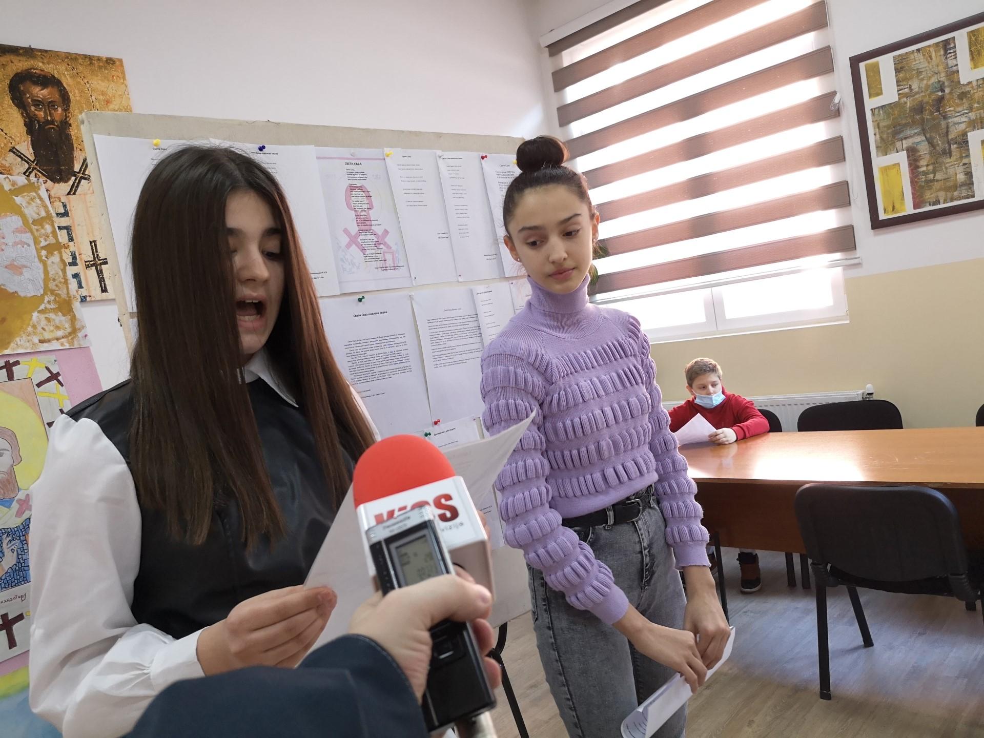 predstavljeni-literarni-i-likovni-radovi-mitrovickih-skolaraca-povodom-savindana