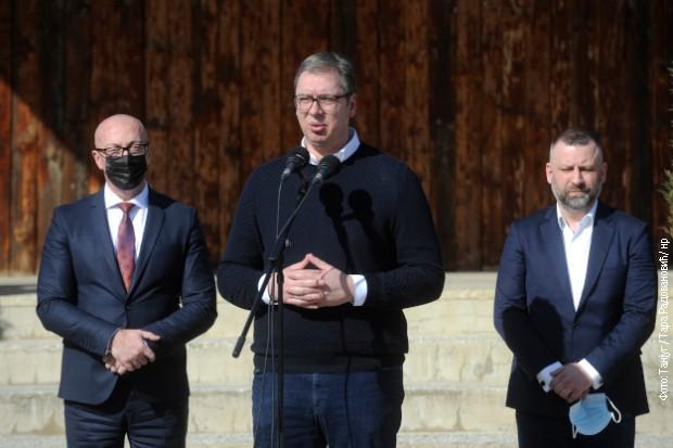 vucic-pomoc-za-gradane-kosova-i-metohije-nezaposlenima-200-deci-po-100-evra