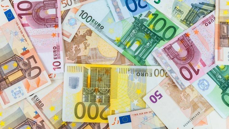 kosovska-vlada-porodiljama-pomoc-od-170-evra-mesecno