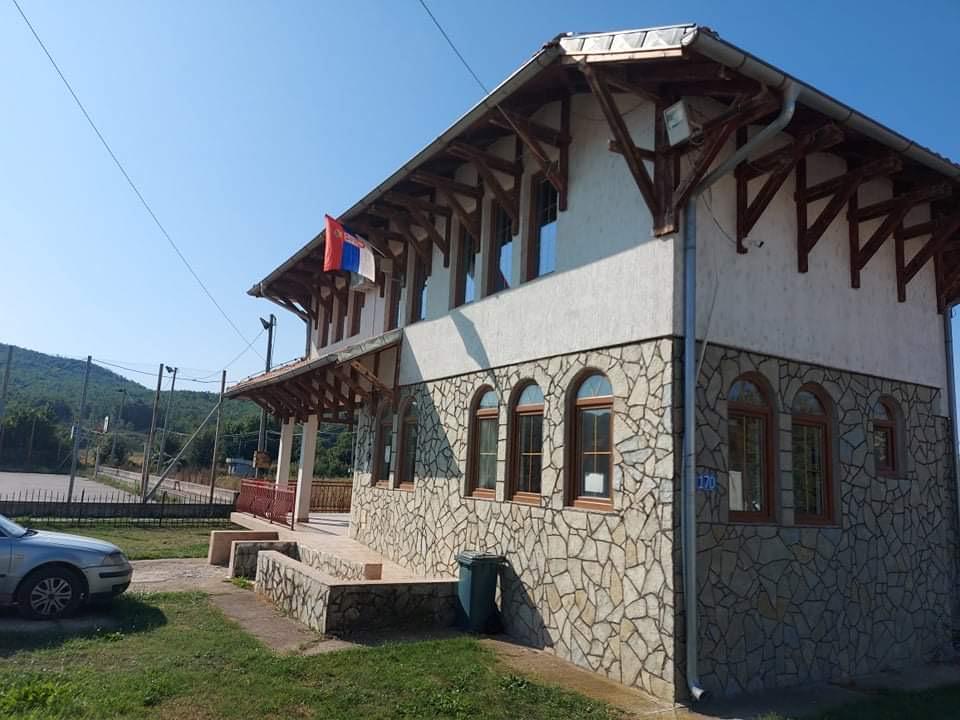istaknute-srpske-zastave-u-gorazdevcu-i-osojanu