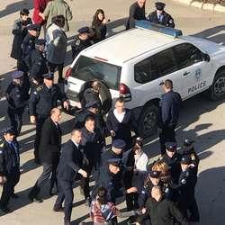 uhapsen-aljbin-kurti-zbog-neodazivanja-na-sudske-pozive-video