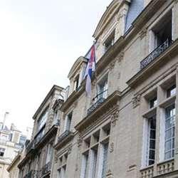 srpskoj-ambasadi-u-parizu-stizu-pisma-izvinjenja-francuza