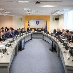 vlada-velike-britanije-ima-ukupno-68-savetnika-a-samo-kosovski-premijer-ih-ima-35