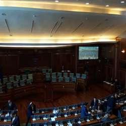 usvojen-zakon-o-platama-u-drzavnom-sektoru-na-kosovu