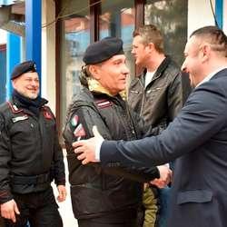 vojnici-iz-sastava-kfor-a-urucili-pomoc-kbc-u-u-gracanici-2