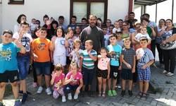 srpska-deca-iz-kmetovca-kod-gnjilana-dobila-novcanu-pomoc