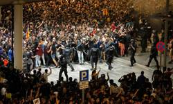 blokiran-aerodrom-u-barseloni-sukob-policije-i-demonstranata