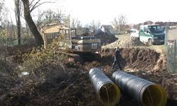 mestani-gracanice-traze-obustavu-izgradnje-kanalizacione-mreze-zbog-straha-od-izlivanja