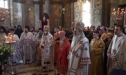 preko-dve-hiljade-ljudi-na-obelezavanju-slave-manastira-visoki-decani-video