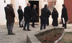 zamenik-sefa-misije-ambasade-sad-na-kosovu-posetio-pecku-patrijarsiju