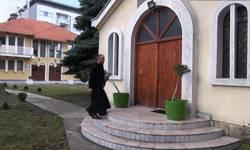 gradska-crkva-jedino-mesto-gde-se-okupljaju-srbi-u-peci