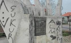 nepoznati-vandali-oskrnavili-spomenik-palim-borcima-u-livadu