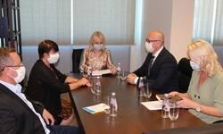 rakic-sa-francuskom-ambasadorkom-na-kosovu-o-javnim-uslugama-ekonomiji-razvoju