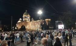 bilans-sinocnjih-nereda-u-beogradu-20-povredenih-zapaljena-policijska-vozila