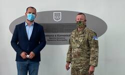 kfor-sa-gradonacelnikom-kamenice-cilj-je-da-se-ojaca-zastita-bezbednost-i-sloboda-kretanja-svih-zajednica-na-kosovu