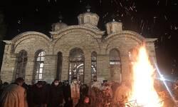 tradicionalno-paljenje-badnjaka-u-manastiru-gracanica