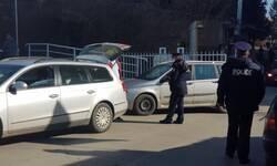 mitrovica-policija-vrsi-pretres-pri-ulasku-u-bolnicu-zbog-dojave-o-mogucem-napadu