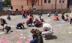 crtanje-na-asfaltu-crveni-krst-iz-ugla-najmladih-mitrovcana-2