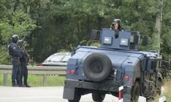 cetvrti-dan-protesta-gradani-dovezli-jos-kamiona-specijalci-se-ne-povlace